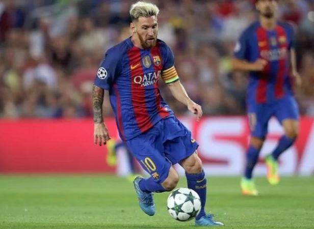 Messi ditunggu kehadirannya oleh Lux. (telegraph)