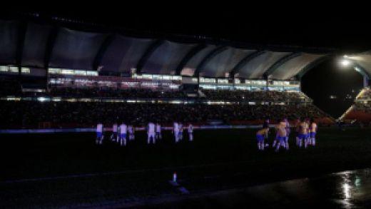 Suasana di Kota Santri. Kedua tim berlatih dalam kegelapan. (detik.com)