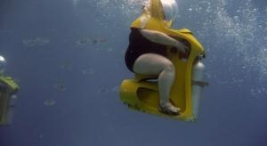 Diving juga bisa melatih kelincahan tubuh. (Quotesgram)